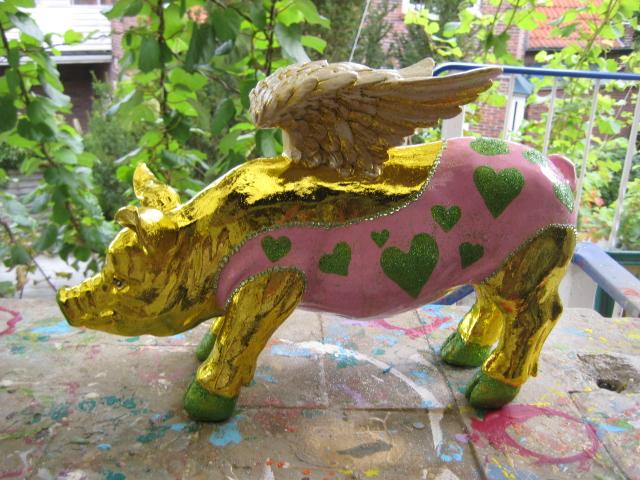 Goldenes- Flügelsparschwein im Body mit Strass und Glimmer