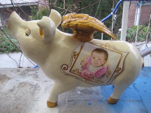Sparschwein mit Baby Portrait