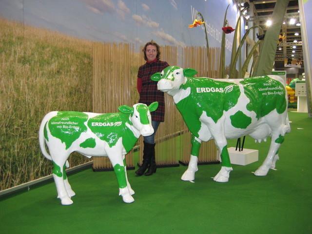 Lebensgroße Kühe für Erdgas und Künstlerin Silke Bölts