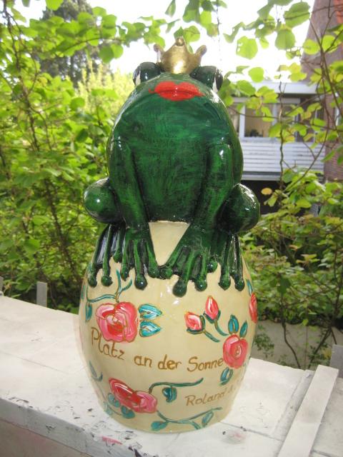 Frosch auf Kugel zur Hochzeit