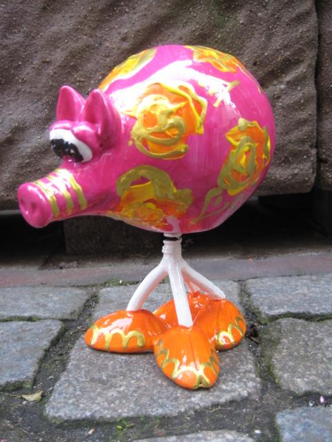 Wackel-Schwein mit Rosen, Goldkontur