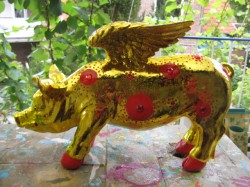 Goldene Flügel-Sparschweine
